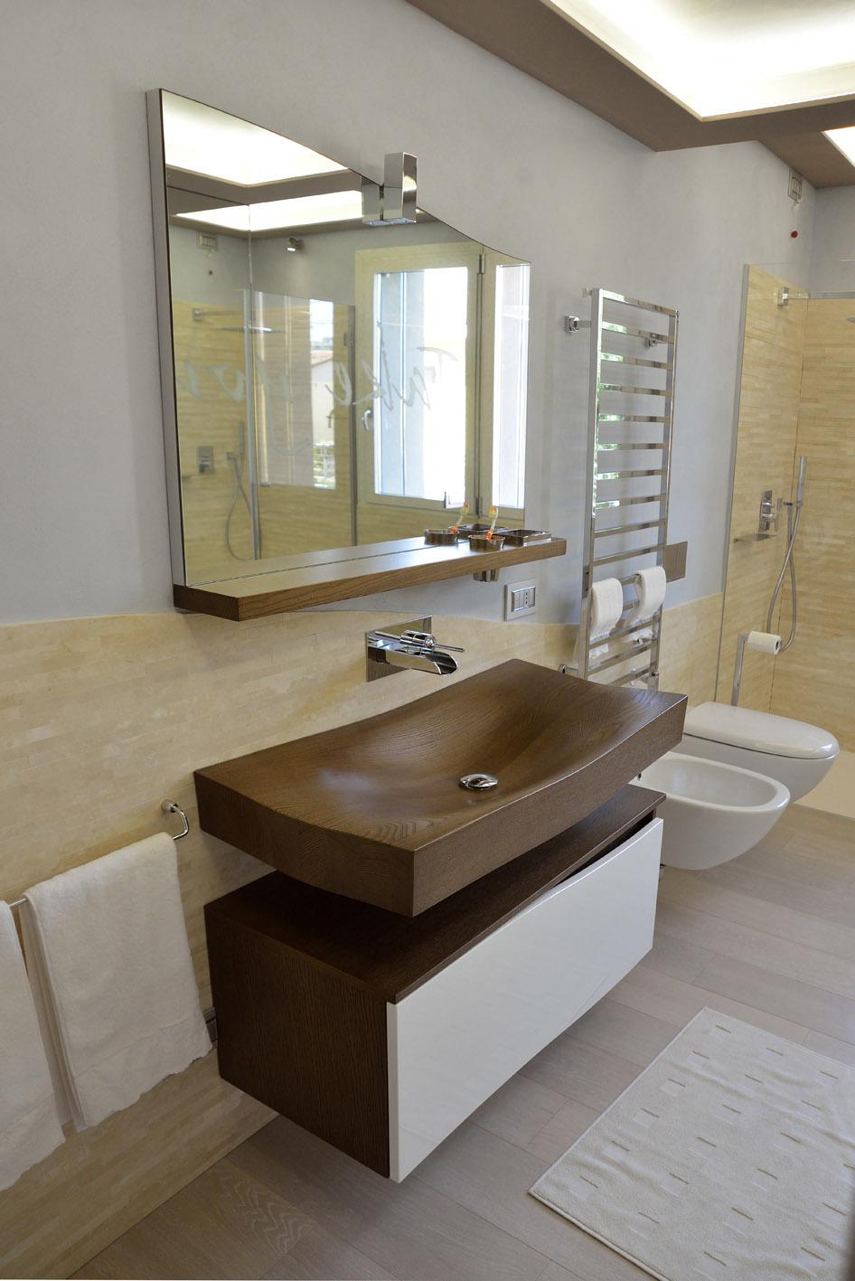 bagno moderno travertino crema lavabo legno tao spoldi ideabagno simone casarotto design