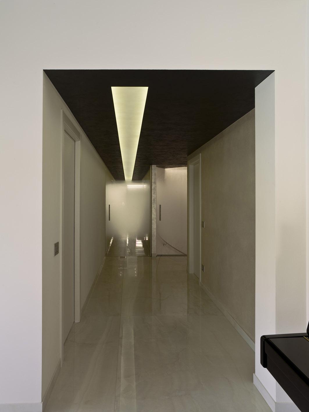 casa MG architettura d'interni simone casarotto design corridoio marmo led incasso