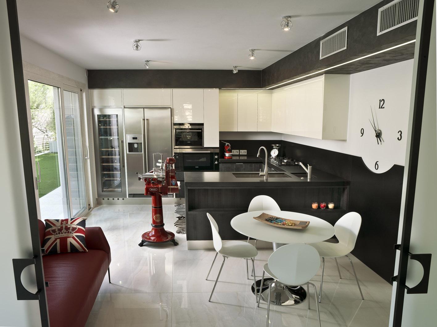 cucina moderna MG architettura d'interni simone casarotto design pietra lavica berkel tavolo saarinen