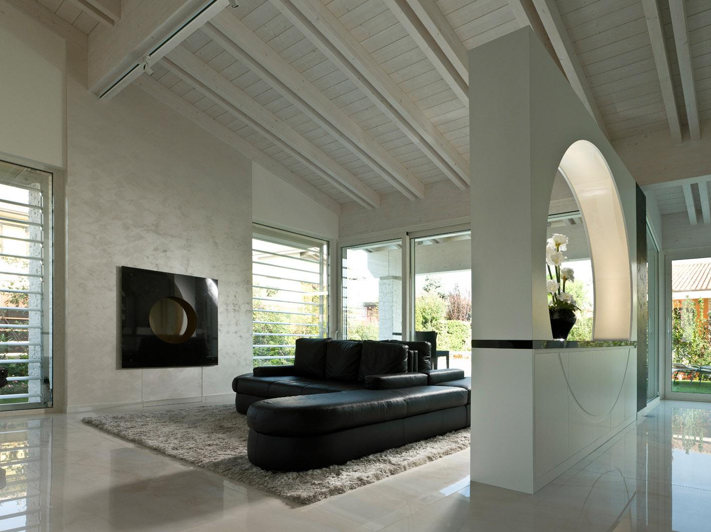living moderno MG architettura d'interni simone casarotto design divano pelle nero travi a vista